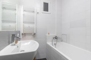 Kamar mandi di Modern Apartment in Quiet and Hipster Area by easyBNB