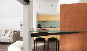A kitchen or kitchenette at Haus Ascot 2