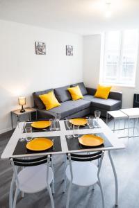 Restaurant ou autre lieu de restauration dans l'établissement Bel Appartement Lumineux Rénové Proche Centre