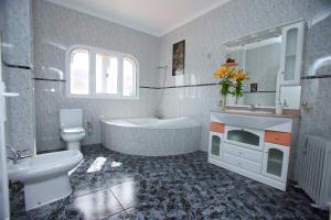 """A bathroom at """"Casa Mirador de Chira"""""""