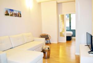 Area soggiorno di Barcelona Mercaders Apartments