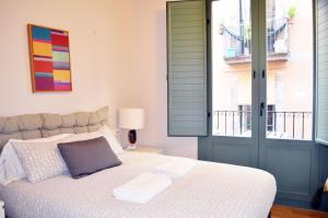 Letto o letti in una camera di Barcelona Mercaders Apartments