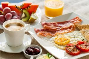 Breakfast options available to guests at Island's Edge Luxury Private Pool Villas