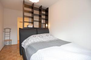 A bed or beds in a room at Vienna Living Apartments - Pilgramgasse