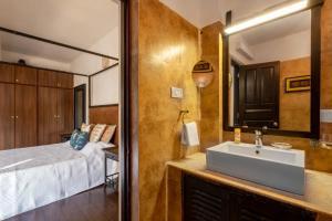 A bathroom at Jacaranda Villa