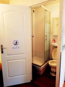 A bathroom at Studio Monsieur Le Prince