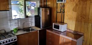 A kitchen or kitchenette at Cabaña