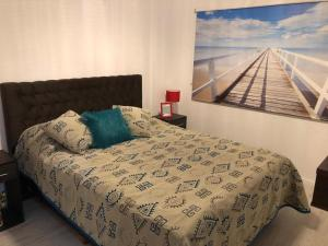 A bed or beds in a room at Apartamento Belmonte V