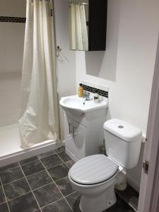 A bathroom at 131 Friern Barnet Road