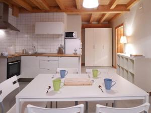 Una cocina o zona de cocina en Apartamentos Lusarbe