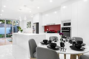 A restaurant or other place to eat at Rozelle Stylish& Luxury 4 Bedroom House