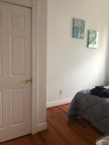 A bed or beds in a room at 1216 Suites 2F