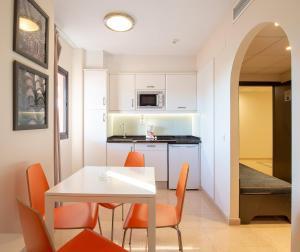 A kitchen or kitchenette at Fuengirola Beach Apartamentos Turísticos