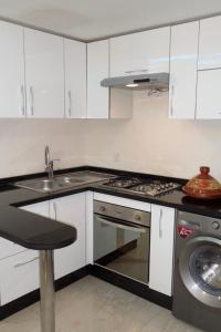 A kitchen or kitchenette at Studio deluxe in Agadir
