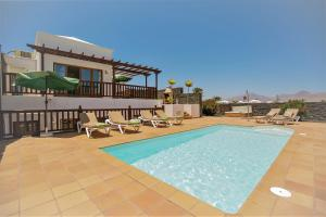 fully fitted villa with jacuzzi and private pool: Atlantica
