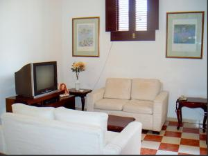 Spacious and quiet Room near Malecon and WIFI