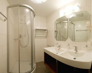 A bathroom at Appartements Fliana Mathon/Ischgl