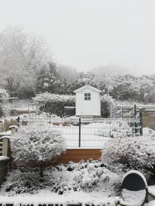 L'établissement Au Petit Jardin en hiver
