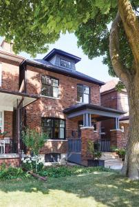 Bright and Cozy Suite in Corso Italia, Toronto