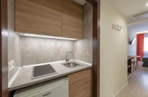 A kitchen or kitchenette at Apart-hotel Serrano Recoletos