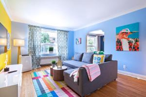 Vibrant Apartment in Forest Hill (Free Parking)