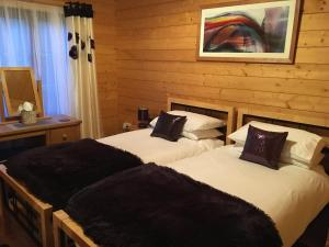 A bed or beds in a room at Holly Lodge