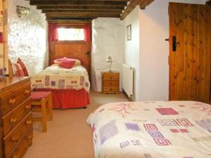 A bed or beds in a room at Y Bwthyn, Betws-y-Coed