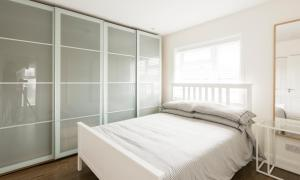 A bed or beds in a room at High End Apartments