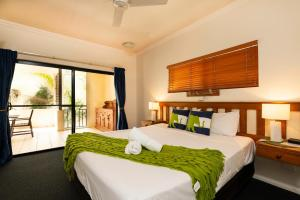 A bed or beds in a room at Cairns City Apartments