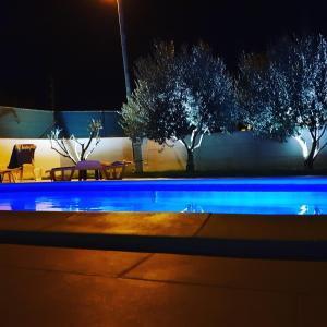 Der Swimmingpool an oder in der Nähe von Villa Initium