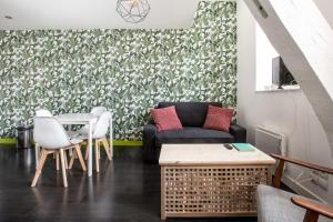 A seating area at Coeur de Lille - cosy appartement 4
