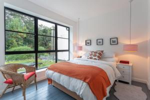A bed or beds in a room at Homely 2 Bedroom House in South East London