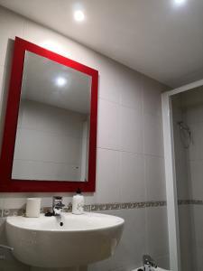 A bathroom at Apartamentos Chevere Violeta