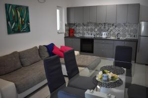 A kitchen or kitchenette at Apartments Patrik