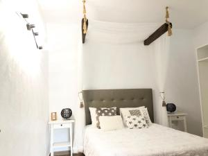 A bed or beds in a room at Villa Paula Golf Wine & Relax