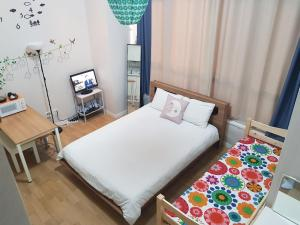 A bed or beds in a room at Seoul Station Deluxe