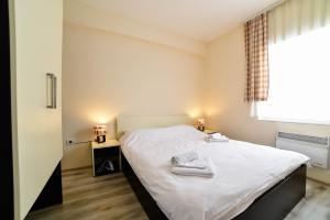 Säng eller sängar i ett rum på JollyKop Apartments
