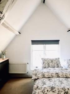 A bed or beds in a room at B&B het Museumkwartier