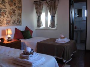 A bed or beds in a room at Casa das 3 Palmeiras