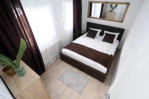 A bed or beds in a room at Apartman City Lux