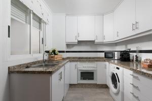 A kitchen or kitchenette at La casa de los espejos