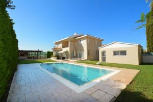 The swimming pool at or near Villa Daryah Sirina Bay
