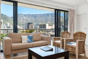 Svetainės erdvė apgyvendinimo įstaigoje De Waterkant Luxury Apartments