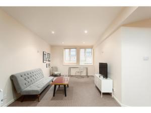 Ein Sitzbereich in der Unterkunft Modern, light and spacious city centre pad for 4