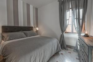 A bed or beds in a room at Domus Alexa @Piazza Navona