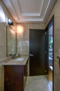 A bathroom at Coyoacan Florida Luxury apartment 4BR-4BA 2Parking