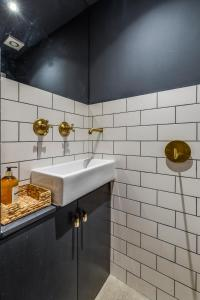 A bathroom at Veeve - Homely Chic