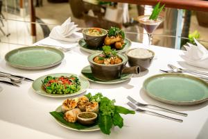 Lunch and/or dinner options for guests at The Edge Bali