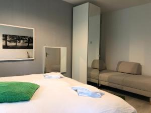 A bed or beds in a room at Green Apartment