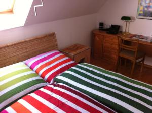 A bed or beds in a room at Haus Marksburg